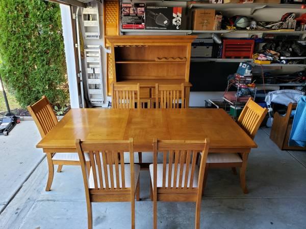 Photo Oak dining room set - $750 (HuntersvilleConcord)