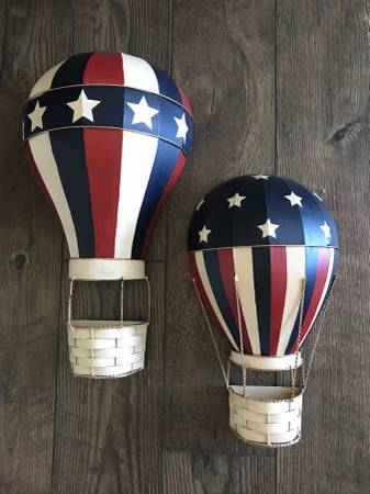 Photo REDUCED PAIR METAL WALL ART RED, WHITE  BLUE HOT AIR BALLOONS - $59 (Fort Mill)