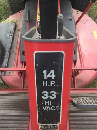 Photo Riding Lawn mower - Snapper 33 Hi-Vac Rear Engine - $300 (Albemarle)