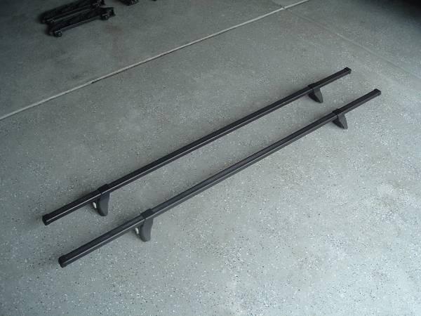 Photo THULE Roof Rack  65quot Crossbars  Tracker II Foot Packs - VGC - $80 (UNCC - Harrisburg)