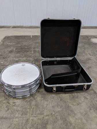 Photo Vintage 5 x 14 Ludwig Snare Drum w Blue  Olive Badge  Case 7039s... - $135 (DGastonia)