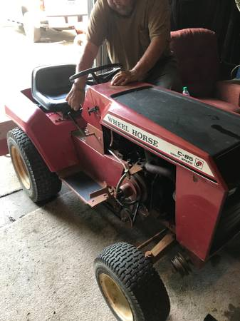 Photo Wheel horse tractor - $1500 (Stallings)