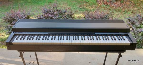 Photo Yamaha CLP-30 Clavinova 88 Weighted Key Digital Piano - $175 (Concord)
