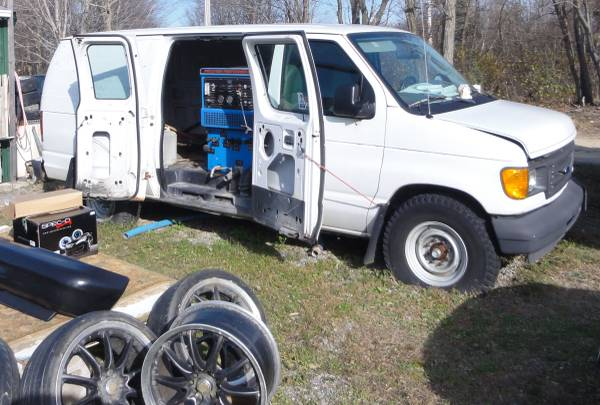 Photo 2003 Ford E-250 Carpet Cleaning Truck $1750  2000 BMW 740iL Parts - $1,750 (Ellicott Rd Fredonia)