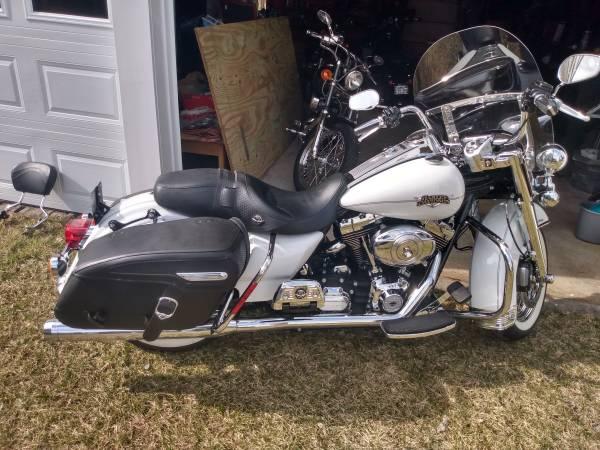 Photo 2012 Harley Davidson Road King Classic - $11,000 (Jamestown)