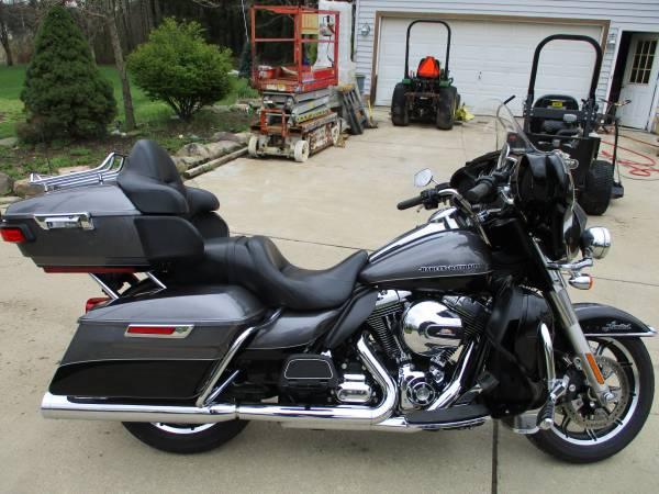 Photo 2014 Harley Davison  Limited - $16,500 (Hiram)
