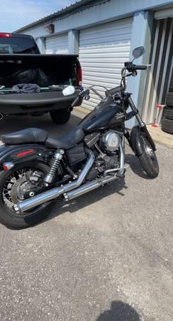 Photo 2017 Harley-Davidson Dyna Street Bob - $14,000 (East Aurora)