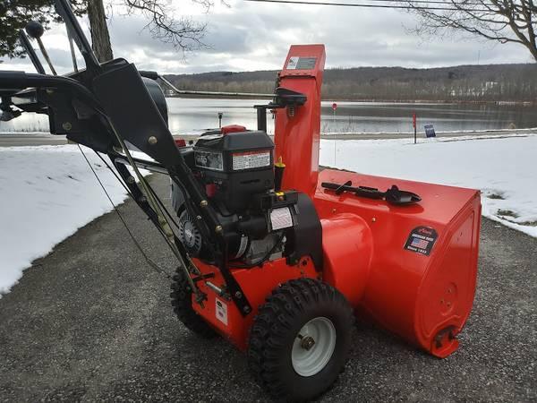 Photo Ariens Deluxe snow blower 30quot snow thrower w steering assist - $590 (Cassadaga)