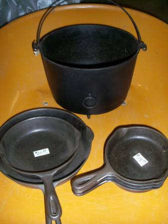 Photo Cast Iron Pot and Skillets (Fredonia, NY)