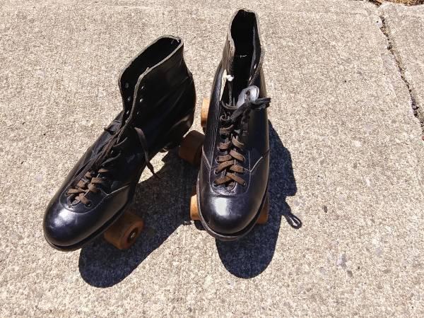 Photo Mens size 7 Vintage Roller Skates - Original Wooden Wheels - $25 (Fredonia, NY)