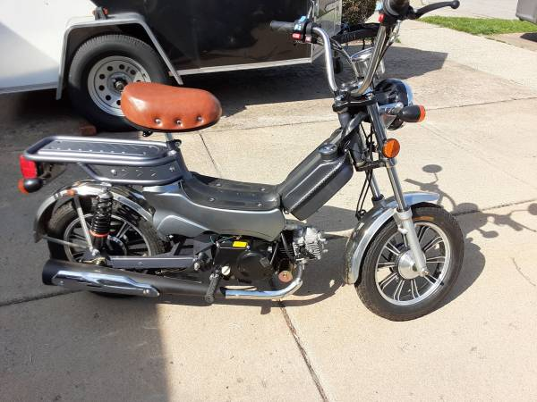 Photo Polymobil Generies 49cc Gas Powered Moped Scooter Bike - $900 (North Tonawanda, NY)