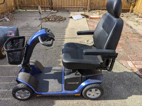 Photo Pride Victory 10 senior mobilty scooter never used like new - $1,225 (Buffalo)