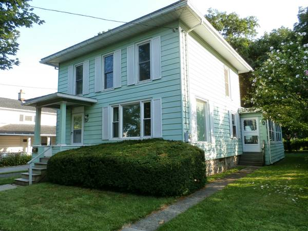 Photo SUNY Fredonia A WHOLE HOUSE for 4, FREE LAUNDRY 4 BR 2 Bath (Downtown Fredonia)