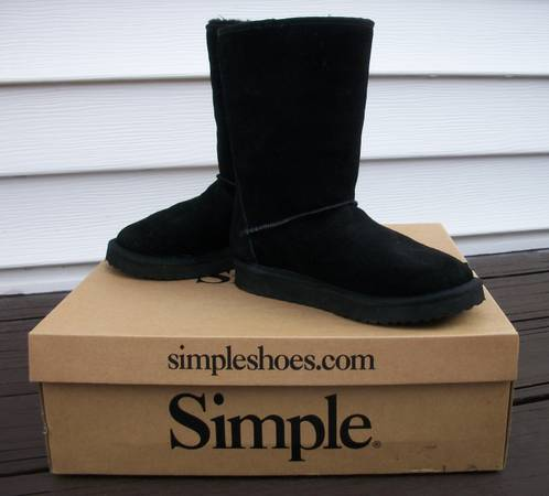 Photo Simple Suede Leather Black Winter Snow Boots wWool Lining - Size 6 - $40 (East Aurora)