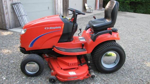 Photo Simplicity Conquest 2354 lawn tractor - $2,125 (Russell)