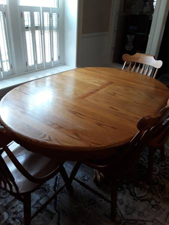 Photo Solid oak dining set - $675 (Silver Creek)