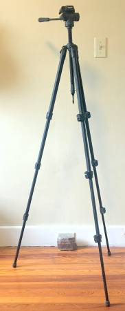 Photo TARGUS 60quot PhotoVideo Tripod  Excellent Condition - $30 (Amherst, NY)