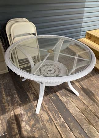 Photo White wicker furniture - $75 (Lakewood)