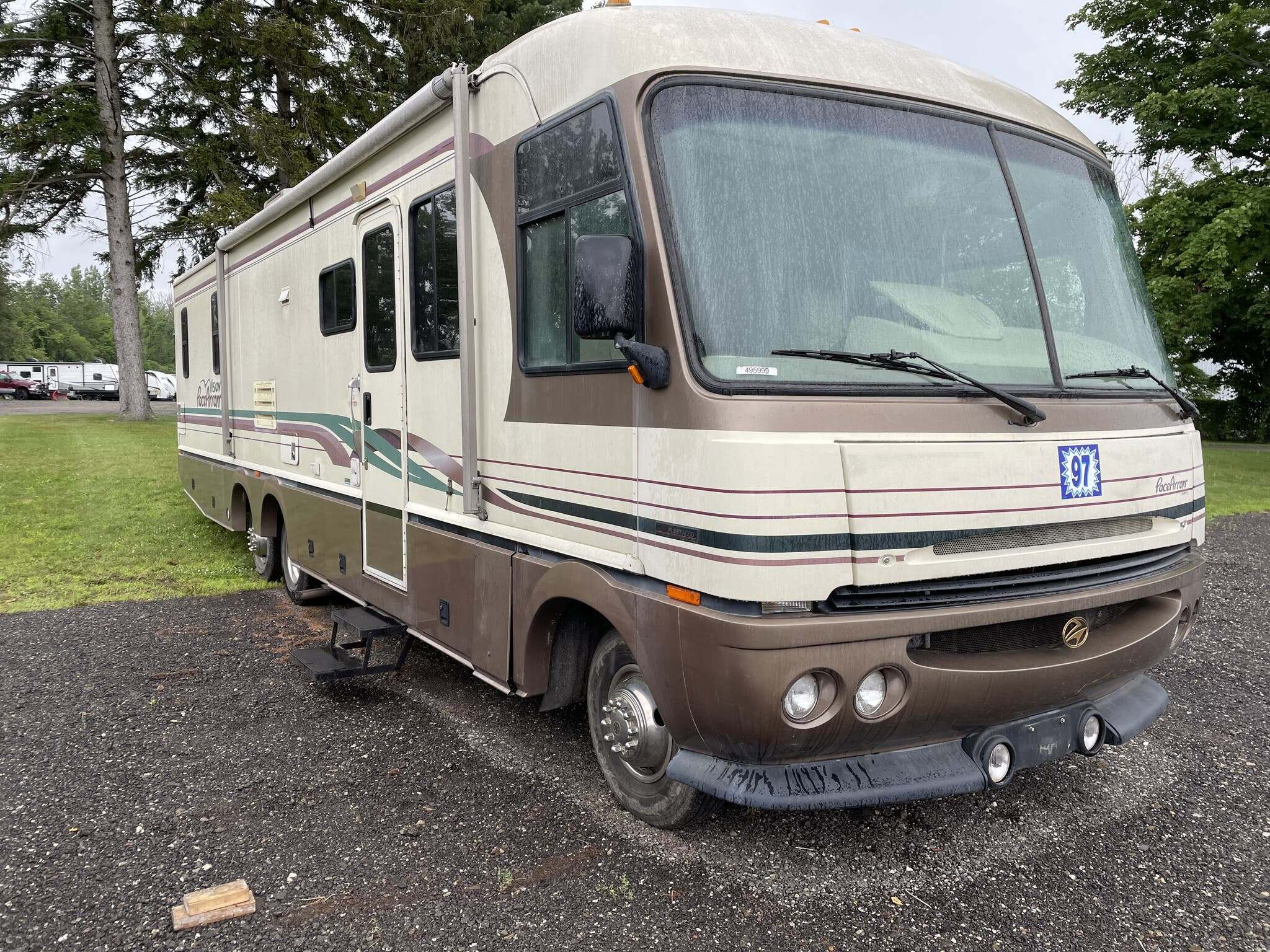 Photo Used 1997 Fleetwood Class A RV  $15995