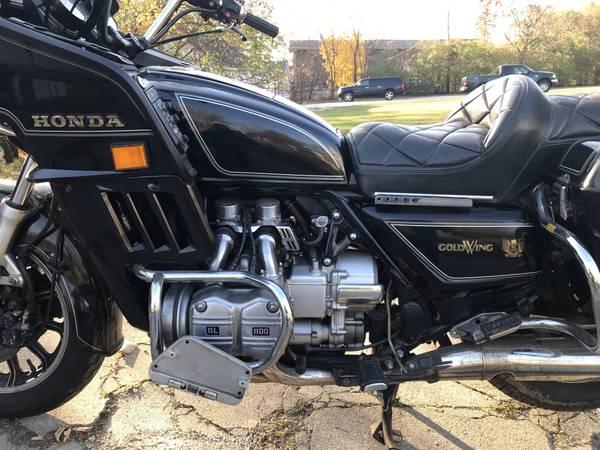 Photo 1983 Honda Goldwing Interstate - $1,400 (Elgin)