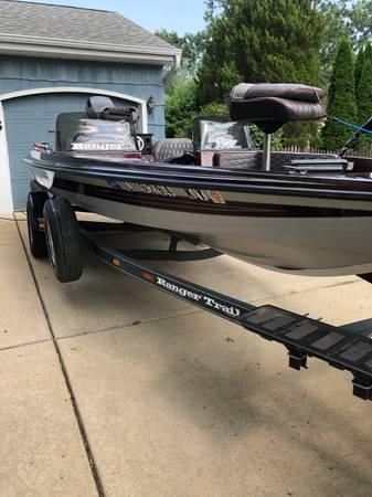 Photo 1992 Ranger 375 V Bass Boat - $8,500 (Glen Ellyn)