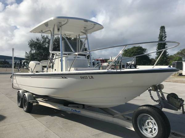 Photo 2000 Boston Whaler Dauntless 220 Center Console T-top GPS205035 - $18400 (Chicago)