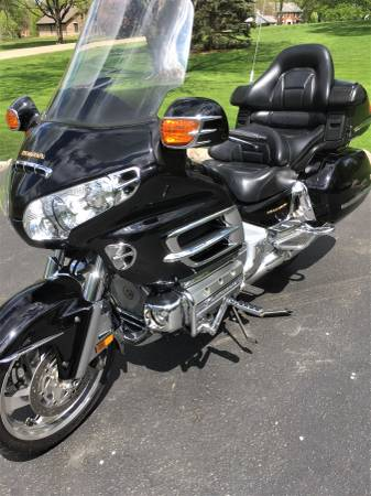 Photo 2002 Honda Goldwing GL1800 - (REDUCED to SELL) - only 41k miles - $7,000 (Kildeer)