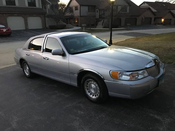 Photo 2002 Lincoln Towncar - Executive - $3950 (Palos Heights)