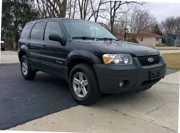 Photo 2006 Ford Escape Hybrid 4WD 4D SUV with 2.3L 4cy - $3500 (Hickory Hills, IL)