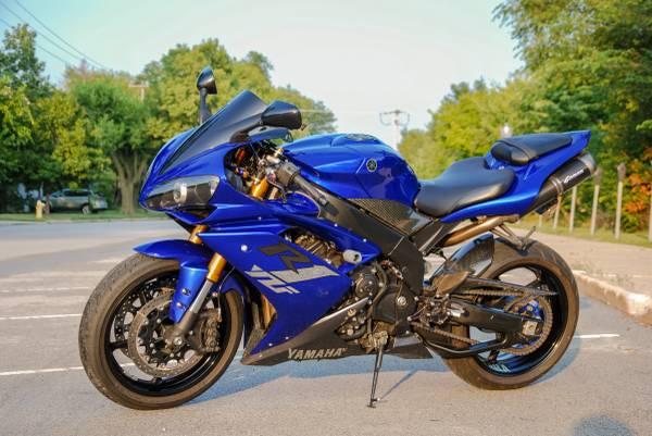 Photo 2007 Yamaha R1 YZF-R1 15k miles 1000cc - $8,500 (Westmont)