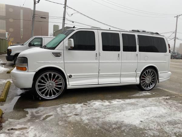 Photo 2010 Chevy express 1500 8 door van - $20000 (Chicago)