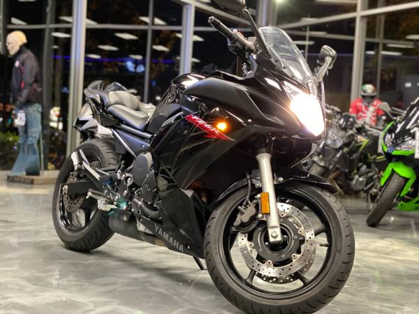 Photo 2011 Yamaha FZ6R - $4,195 (Arlington Heights)