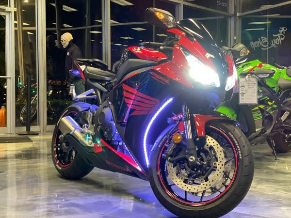 Photo 2014 Honda CBR 1000RR - $9,895 (Arlington Heights)
