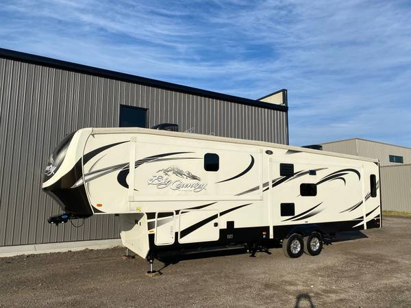 Photo 2015 BIG COUNTRY 3450 TS 3 SLIDE REAR LIVING 5TH WHEEL GREAT LAYOUT - $34,900 (HOLLAND)
