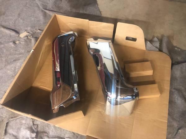 Photo 2020-2021 Ford F-250 rear bumper brand new in box - $250 (Monee iL)