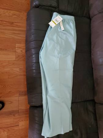 Photo ALFRED DUNNER PULL ON PANTS STRETCH NEW - $10 (Des Plaines)