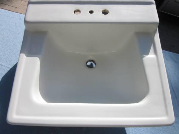 Photo AMERICAN STANDARD Sink K57 F121 wMetal Wall Mount Brackets White 1960 - $199 (Naperville)