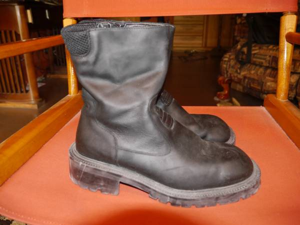 Photo BLACK ITALIAN UNLISTED BOOTS MOTORCYCLE STYLE 11 WITH ZIPPER - $70 (hoffman estates)