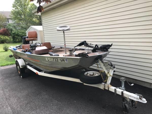 Photo Bass Tracker III Boat  Trailer - $3,250 (West Dundee)