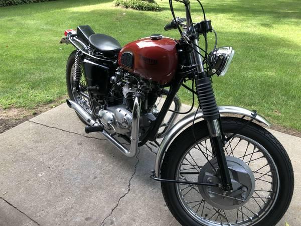 Photo CLASSIC TRIUMPH motorcycle - $6,500 (Algonquin)