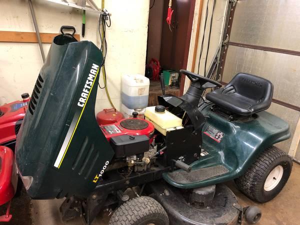 Photo Craftsman LT1000 riding lawn mower 16 12 horsepower 42 inch cu - $600 (Elk Grove)