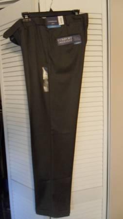Photo Croft  Barrow Men39s Dress Pants Classic Fit Pleated W32XL32, Grey - $13 (Wheaton)