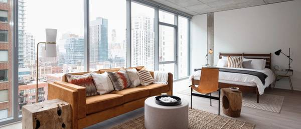 Photo EXTRA LARGE Studio in River North (River North)