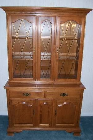Photo Ethan Allen Maple Heirloom China Cabinet  Buffet, Like New - $485 (Fox Lake)