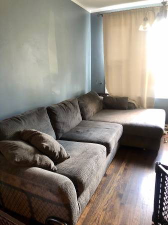 Photo FREE Large Gray Sectional Couch (Portage Park)