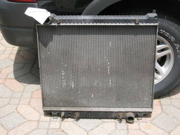 Photo Ford Van Econoline E150 RADIATOR preowned 1997- 2002 fits van or truck - $75 (SKOKIE, IL.)