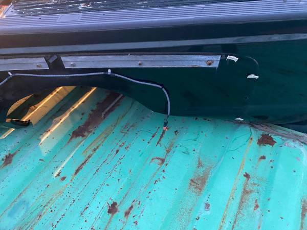 Photo Ford dually truck bed 99-07 almost no rust - $350 (Gilberts)