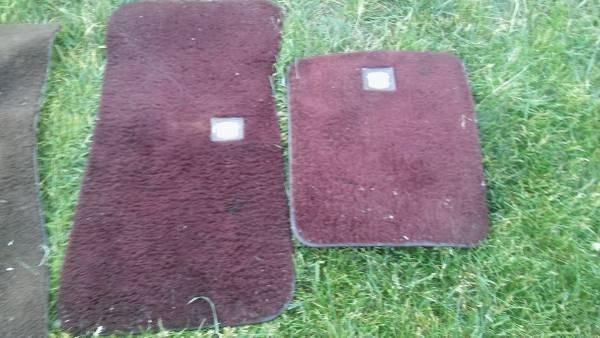 Photo Free 2 red 8039s cadillac fleetwood brougham floor matts (S Hammond)