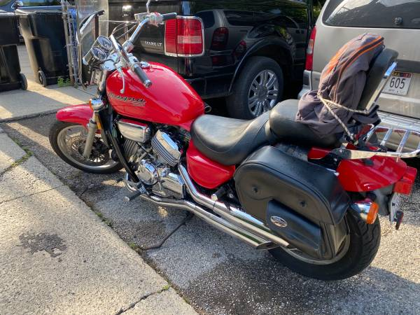Photo Honda Magna 750C - RED - $2,500 (West Town)