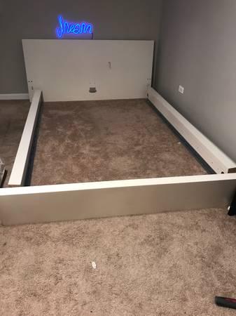 Photo Ikea Queen Bed Frame (MidwayGarfield Ridge)